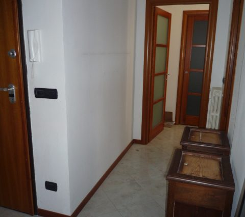 Rapallo - Appartamento Ristrutturato Con 2 Camere 021